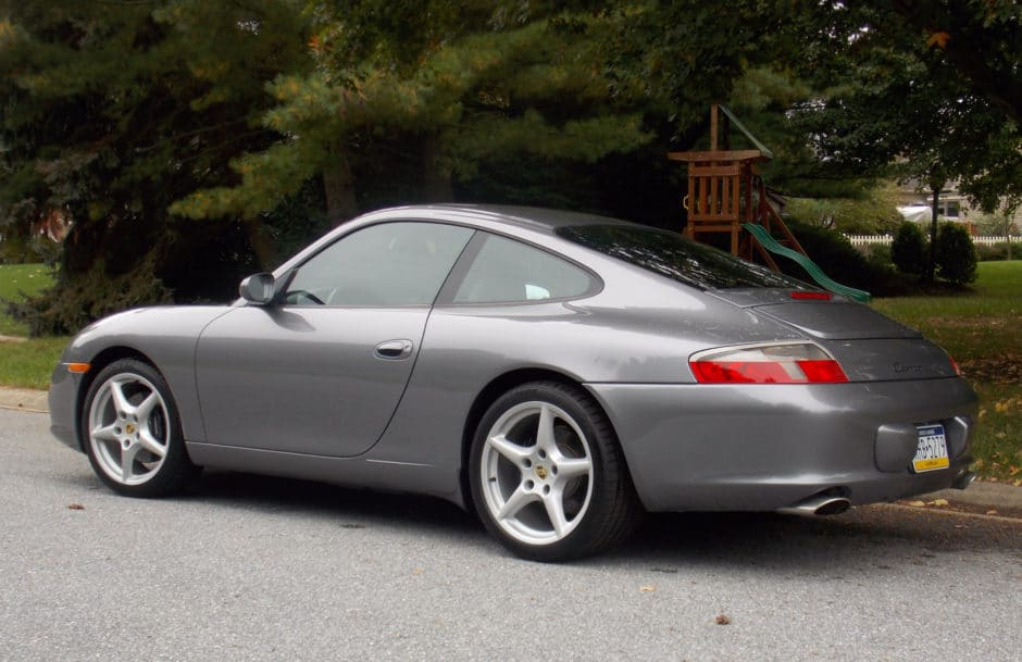 Porsche 911 Carrera 6-Speed 2002